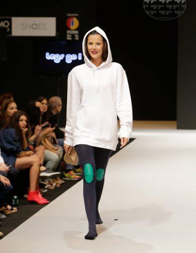 legs-go-pantys-con-rodilleras-coleccion-retro-flamingos-flamencos-pasarela-catwalk-ifema-momad-shoes-mbmfw-4-1080x1620