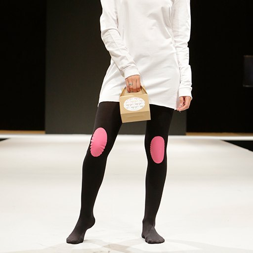 Legs-go_pantys-con-rodilleras_colección-basic-colors_panty-negro-rodilleras-rosas_medias-con-rodilleras_pantys-fantasía_medias-de-fantasía.jpg