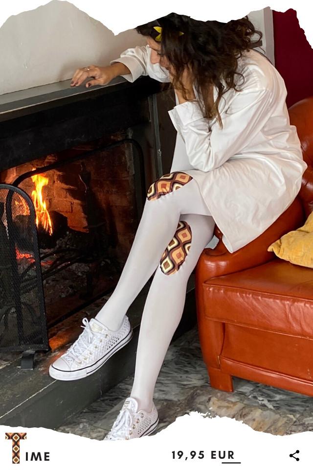 Pantis blancos tupidos de fantasía con rodilleras con dibujos vintage en tonos beigs y marrones, de la colección retro y el panty se time