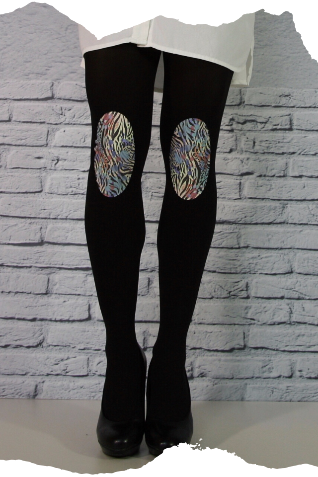Pantis negros tupidos de fantasía con rodilleras de zebra y animal print, colección animal print, modelo zebra